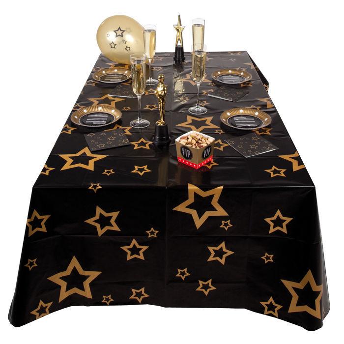 tischdecke vip mit sternen 130 x 180 cm tischtuchpapiere party geschirr tischtuch. Black Bedroom Furniture Sets. Home Design Ideas